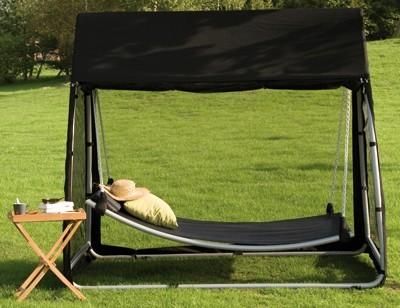 h ngematte mit gestell moskitonetz und dach schwarz bei. Black Bedroom Furniture Sets. Home Design Ideas
